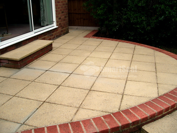 Driveway patio cleaning essex pressure cleaning essex for Cleaning concrete patio slabs